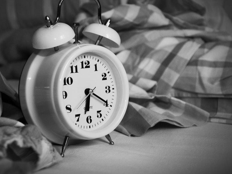pravidelný počet hodín spánku v puberte