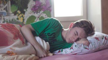 chlapec potrebuje 8 hodín spánku